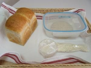 H26.5.27 全粒粉と白ゴマのパン 3