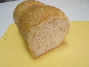 H26.8.26 白ゴマと全粒粉のパン 2