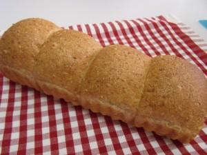 H26.8.23 全粒粉と白ゴマのパン