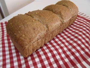 H26.8.25 雑穀パン 3