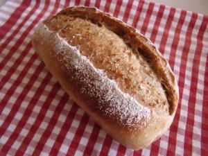 H27.9.27 ごまと栗のパン 2