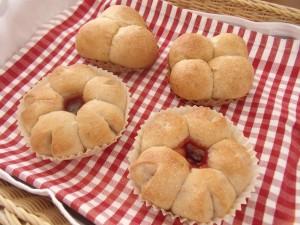 H28.4.20 いちごのちぎりパン 2