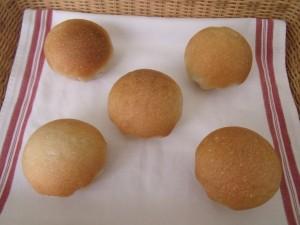 H30.4.17 いちご丸パン 1